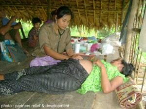 Clinic_midwife_checking_patient